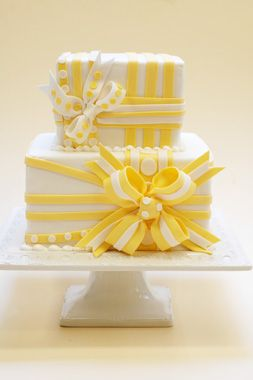 wedding cake- Who says a #Wedding #Cake has to be tall to be pretty? A very beautiful cake, and with #yellow, one of my favorite colors.