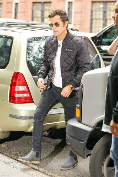 Justin Theroux Photos Photos - Actress Jennifer Aniston & Justin Theroux out and about in New York, New York on September 28, 2016. Justin recently spoke out against how his wife got thrown into the mess between Jolie and Pitt. - Jennifer Aniston and Justin Theroux Go Out in New York