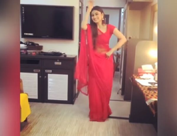 Mouni Roy Dance in Red Saree is Jawdropping Hot