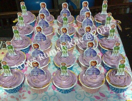 Sofia n James buttercream spc cupcakes