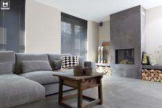 Onze gietvloer op basis van echt beton, stoere meubels, een lichte vergrijsde zandtint op de wanden, zwarte jalouzieen...een lekkere mix van mooie materialen!
