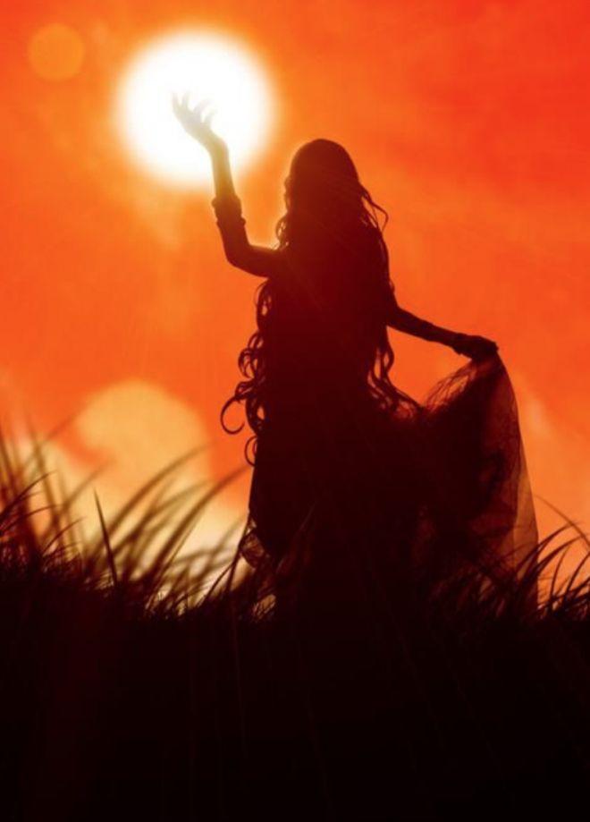 """""""Honestidade é uma qualidade da Luz. Se quisermos ser a Luz em um relacionamento, precisamos ser autênticos. Não estou dizendo q algum ocultamento não seja apropriado às vezes, mas esconder coisas devido ao medo ou insegurança não é mesmo uma boa ideia. É claro q honestidade exige coragem. Qdo hesitamos em dizer a verdade, geralmente é pq tememos as consequências. E às vezes, podemos ter medo por bons motivos! Mas, mesmo q a reação inicial à nossa honestidade é desagradável. [...]"""