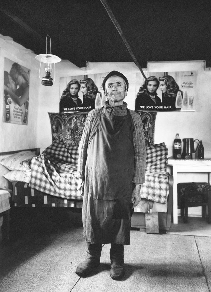 Man with posters 1997 © Péter Korniss