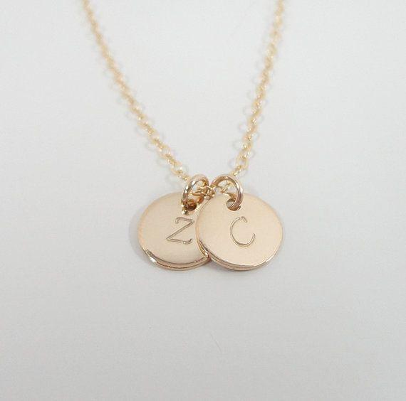 """Minuscule or remplie collier initiale - deux initiales - disques minuscule 3/8""""- main estampillée - or rempli - Celebrity Style - collier délicat"""