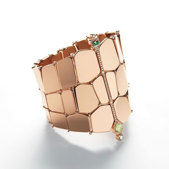 "Le bracelet ""Niloticus"" d'Hermès. A solar adornment born from the imagination of Pierre Hardy in charge of fine jewelry from Hermès. Rose gold flakes turn into a valuable skin studded with diamonds and precious stones collection. http://www.vogue.fr/joaillerie/le-bijou-du-jour/diaporama/le-plastron-niloticus-d-hermes-pierre-hardy/13897#!le-bracelet-quot-niloticus-quot-d-039-hermes-pierre-hardy"