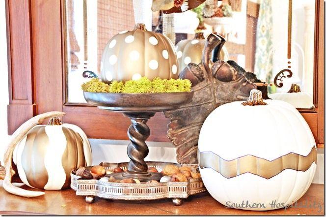 white & gold pumpkins!Gold Pumpkin, Fall Decor, Fall Thanksgiving, Fall Halloween Thanksgiving, Fête Halloween, Fall Autumn Thanksgiving, Diy Projects, Crafts, Golden Pumpkin