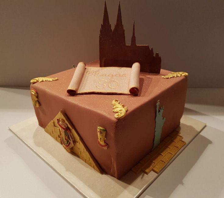 Diese Torte könnte viele Namen haben: Reisetorte, Kölner-Dom-Torte, Ägypten-Torte, New-York-Torte. Schwierig, hierfür den passenden Namen zu finden...