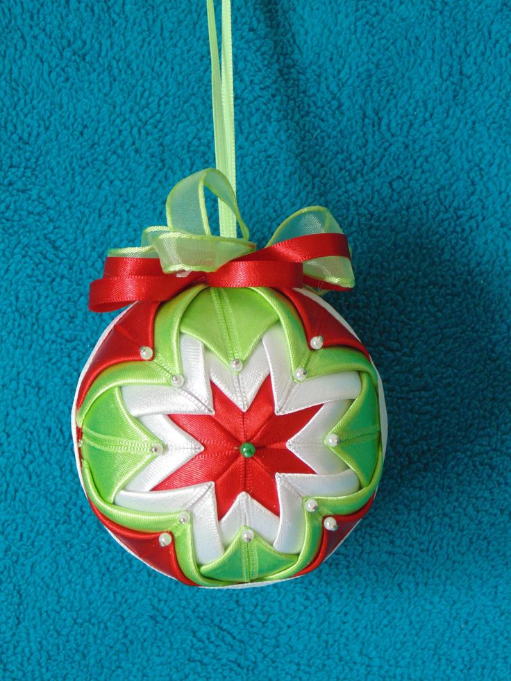 #Beautifully #handcrafted #Christmas #ornaments and #origami by #Romanian artist #Angela #Fiat. To #purchase please visit: https://www.facebook.com/pages/Handmade-Christmas-Decoration-Decoratiuni-handmade-de-craciun/328826747296596
