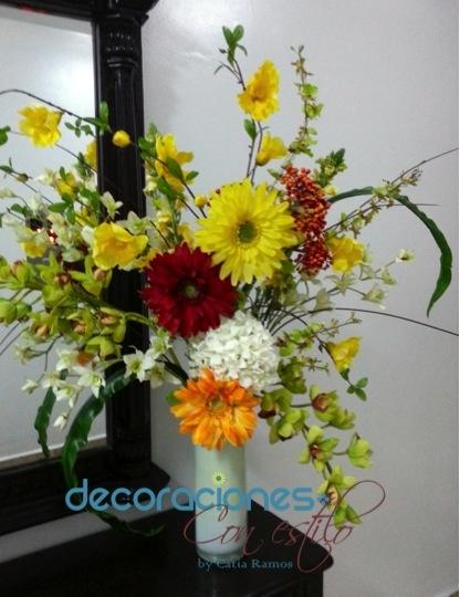 Arreglo con flores artificiales flores naturales y - Arreglo de flores naturales ...