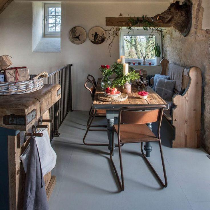 casa rústica familiar, comedor con piezas recuperadas