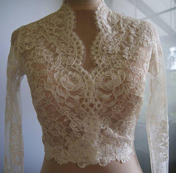 Uniek mooie bruiloft jas-bolero. Kleur: 1. ivoor 2. witte Bolero van kant gemaakt. Kant is hand-cut. Vastgemaakt aan de voorkant. Hoge kraag. Lange