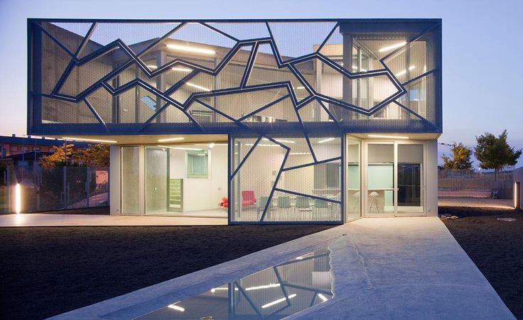 Metal Mesh House With Enclosure Offering Aesthetics And