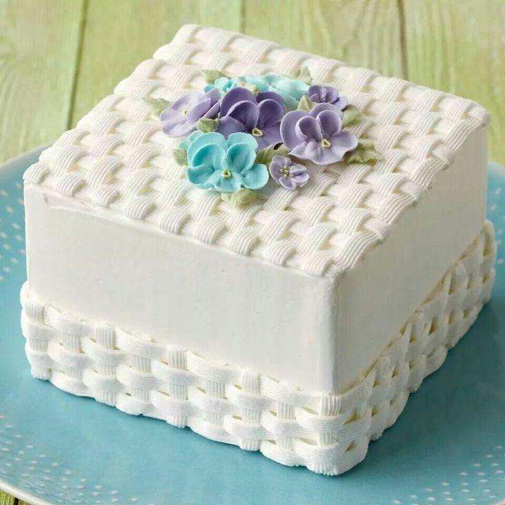 Hermoso pastel con tejido de canasta, ideal para cualquier ocasión.