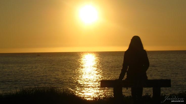 Hoy, puesta de sol en Concón.    modelo: Melisa Allende.    http://deepimages.tumblr.com/