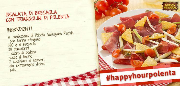 Porta in tavola un'insalata gustosa: bresaola, pomodorini e sedano sono piacevolmente accompagnati da croccanti triangoli di polenta!  #happyhourpolenta #bresaola