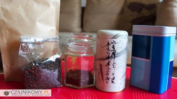 Jak przechowywać herbatę w domu? Wielu z Was zastanawia się w czym i jak długo można przechowywać herbatę w domu, żeby nie straciła swojego zapachu, smaku i właściwości.