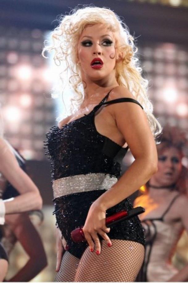 """Cristina Aguilera se siente orgullosa con su imagen y dijo a Billboard que no lidiará con sellos discográficos que critiquen su figura. """"Están trabajando con una chica gorda. Sépanlo ahora y supérenlo"""", dijo Aguilera, de 31 años, a su sello discográfico cuando grabó su próximo álbum, Lotus, previsto para noviembre. http://www.elpopular.com.ec/68379-aguilera-feliz-con-sus-curvas.html"""