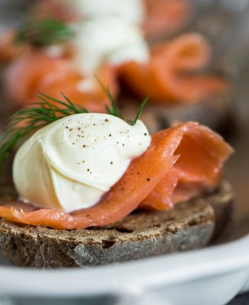 Crostini integrali con salmone norvegese affumicato - Csaba dalla Zorza