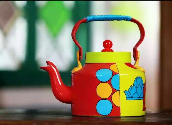 Handpainted Kettle Delhi Theme  Delhi being the capital of India is not only a political hub but also a tourist attraction. Delhi is the place which has a high esteem history and culture to boast on. Historical monuments and ancient architecture makes ...  For more :- www.akrazymug.com
