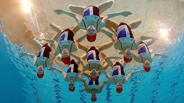 Equipe de nado sincronizado da Grã-Bretanha, depois do anúncio de convocação dos atletas para os Jogos Olímpicos 2012 de Londres - Clive Rose/Getty Images