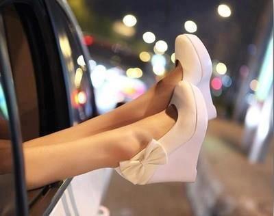 cuteWhite Shoes, Fashion, Style, Wedding Shoes, Bridesmaid Shoes, White Wedges, Weddingshoes, Heels, Bows Shoes