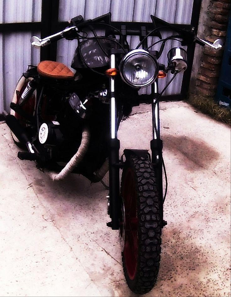 """Esta es mi moto modificada en """"Benavente Custom Motorcycle""""  Es una Motomel Rider 250cc"""