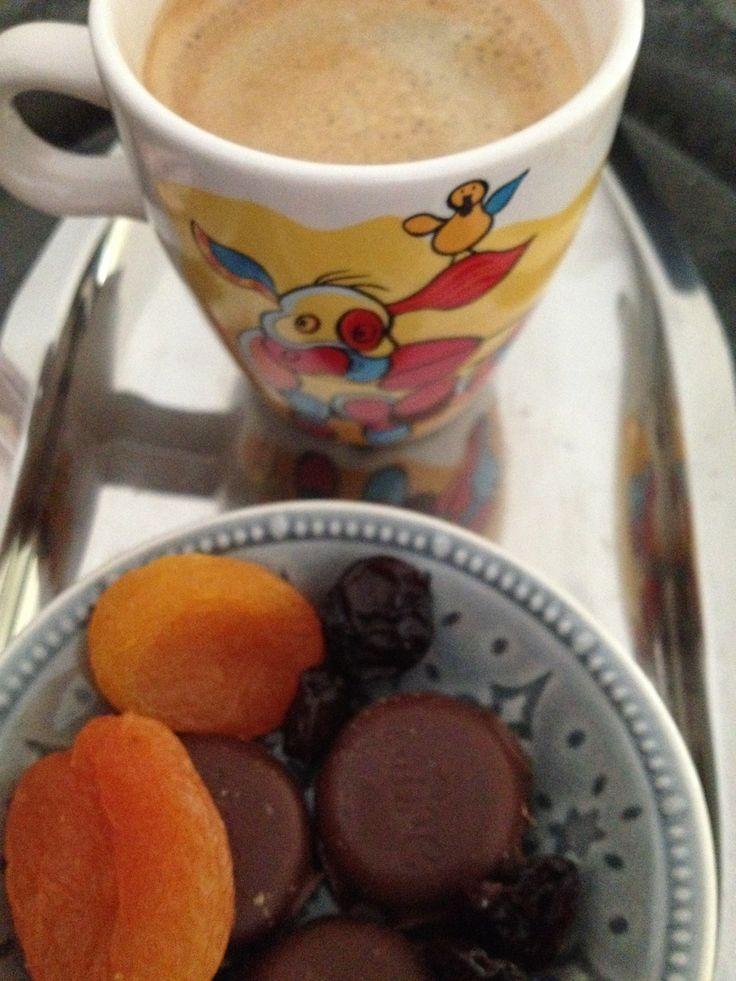 Gedroogde abrikozen, altijd lekker! Gedroogde kersen vind ik veel te zoet.
