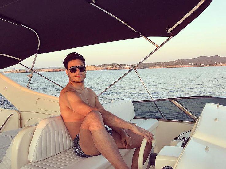 """77.1 mil Me gusta, 2,653 comentarios - Carlos Rivera (@_carlosrivera) en Instagram: """"Sólo me faltas tú aquí... """""""