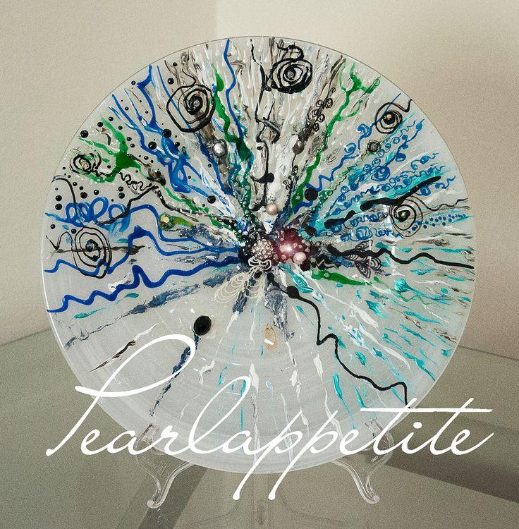 Pearlappetite. 2014 creation. Grey pearls and Swarovski crystals. prozario@me.com