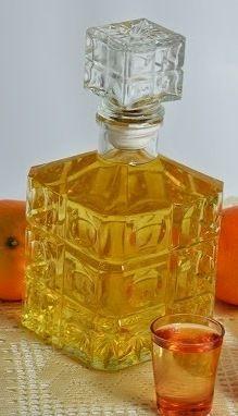 Licor de naranja casero Ingredientes 100 gr. de cáscaras de naranja 1 l. de aguardiente de vino Una rama de canela 1/2 kg de azúcar 1/2 l. de agua 2 clavos de olor 1 cucharada de glicerina Elaborac…