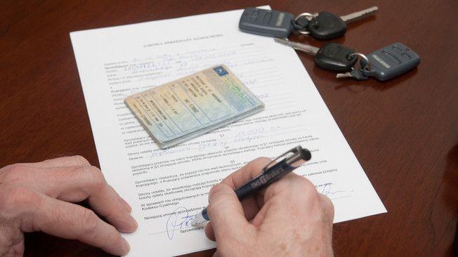 Jak napisać umowę sprzedaży samochodu?