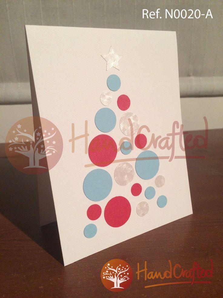 Tarjeta de navidad con aplique de arbol armado con circulos de diferentes diametros, dinos que texto quieres en tu tarjeta y lo imprimimos sin costo adicional. Medidas: Alto: 14 cm, Ancho:10 cm.