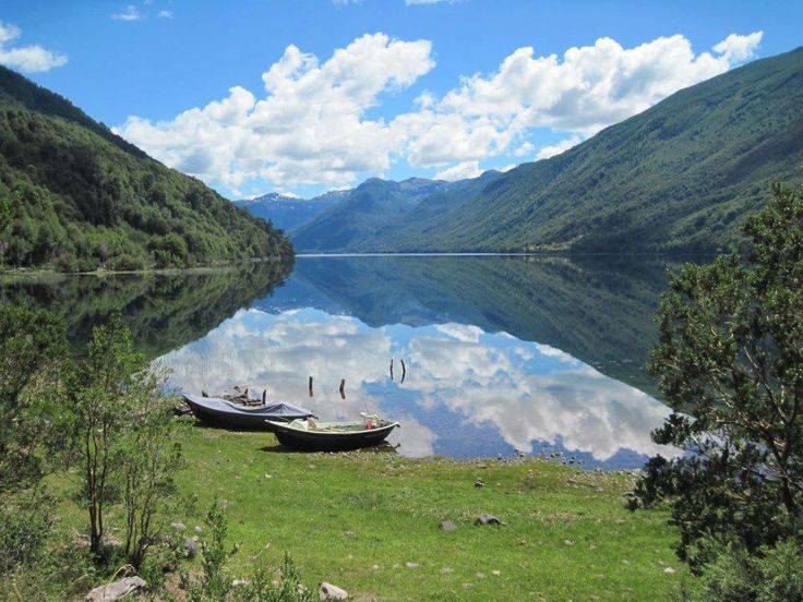 Lago Vidal Gormaz, Cochamo, Sur de Chile