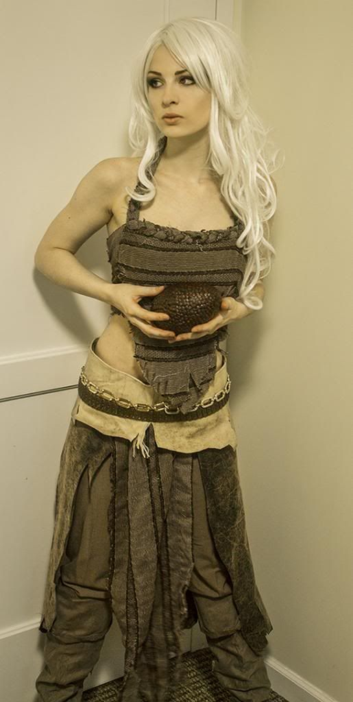 25 best ideas about khaleesi halloween costume on for Game of thrones daenerys costume diy