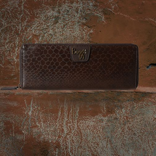 Everyone loves the classic #browncolour in their closet. The designer's at #Baggit think the same and have infused the hue in this gorgeous #wallet. #inspiration