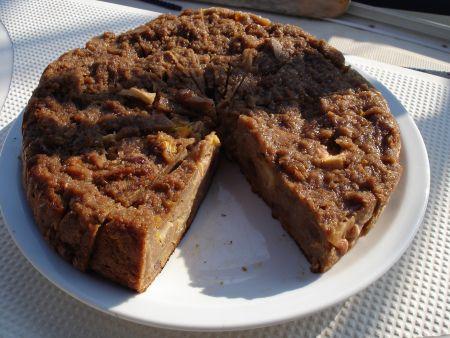 broodtaart gemaakt van oud brood ofwel broodpudding. Zo heerlijk als het afgekoeld is. Je blijft ervan eten.