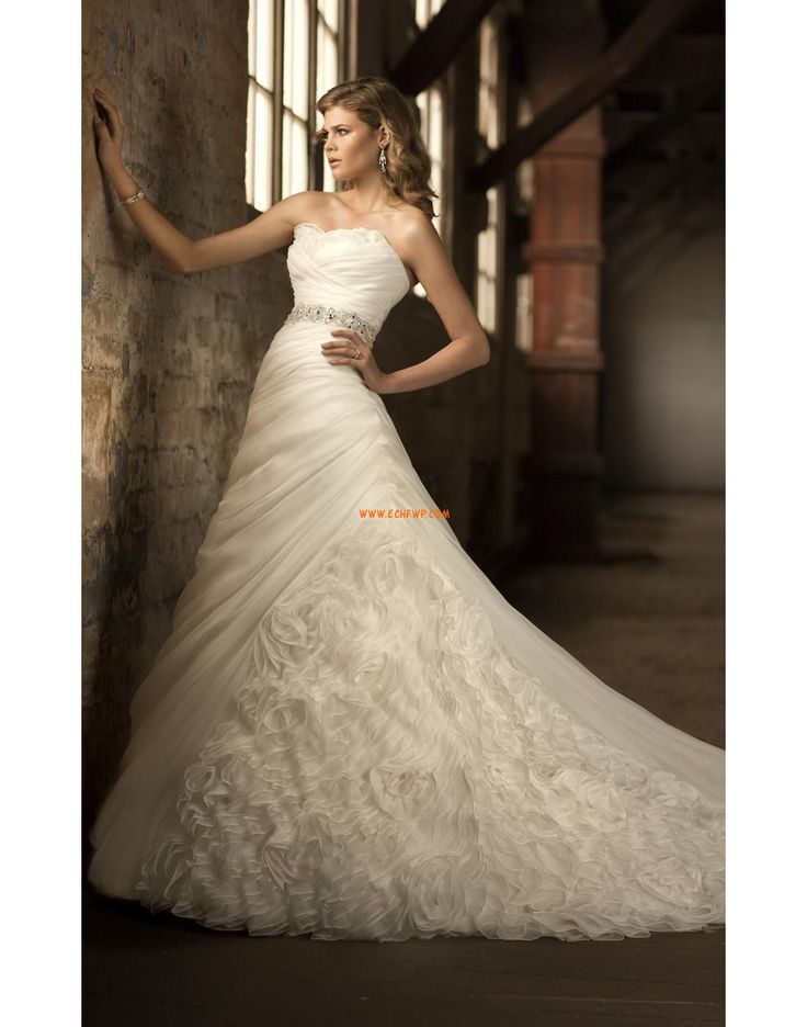 Klasszikus és időtálló  Ujjatlan Természetes Menyasszonyi ruhák 2014