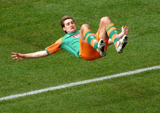 Miroslav Klose jubelt im Trikot von Werder Bremen