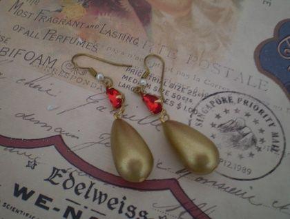Ruby-red vintage glass pear-drop rhinestones set with vintage matt-gold pendant charm