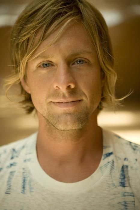 Jon Foreman of the band Switchfoot. This might be my favorite picture ever of him. Or at least one of them. So cute, and his eyes...so deep and gentle. <3