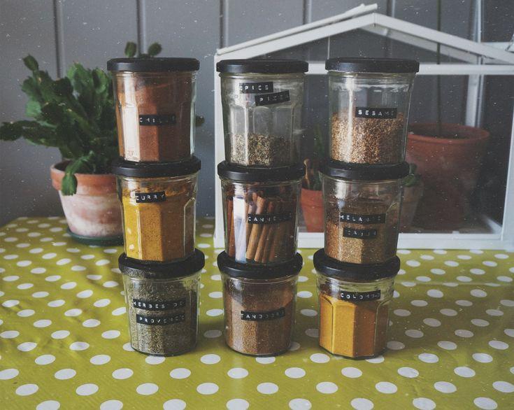 Des pots de confitures vides qui me servent ranger mes pices un coup de b - Recyclage pot de peinture ...