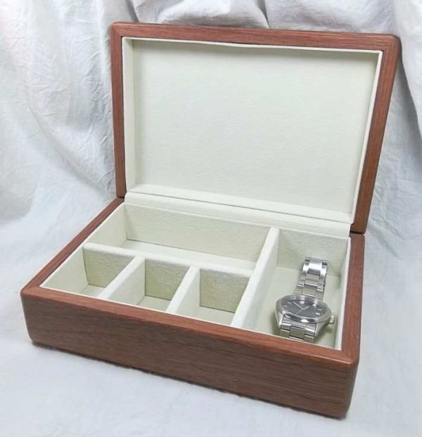 This Jarrah box is fully lined and features moveable dividers to allow its configuration to suit your own requirements. australianwoodcraft.com.au/jewellery-boxes.html