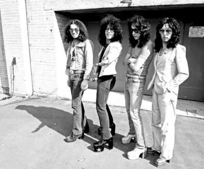 Kiss Band   How important is the image of a band?   Hellion rocks