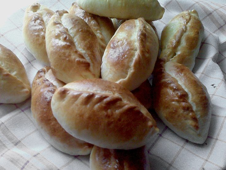 http://www.chefkoch.de/rezepte/1558361263226569/Gefuellte-Teigtaschen-Piroggen-mit-Kohl.html