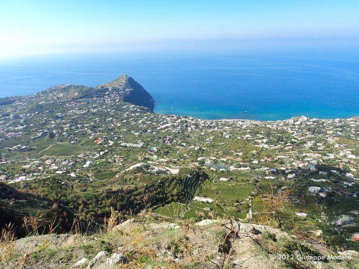 """Parracine, case di pietra e il """"Salto dell'Angelo"""": da Santa Maria al Monte ai Frassitelli attraverso il bosco della Falanga."""