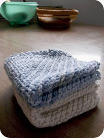Beginner Knit/Crochet patterns - lovely dishcloth pattern. Gonna be making lots and lots of those for the condo!