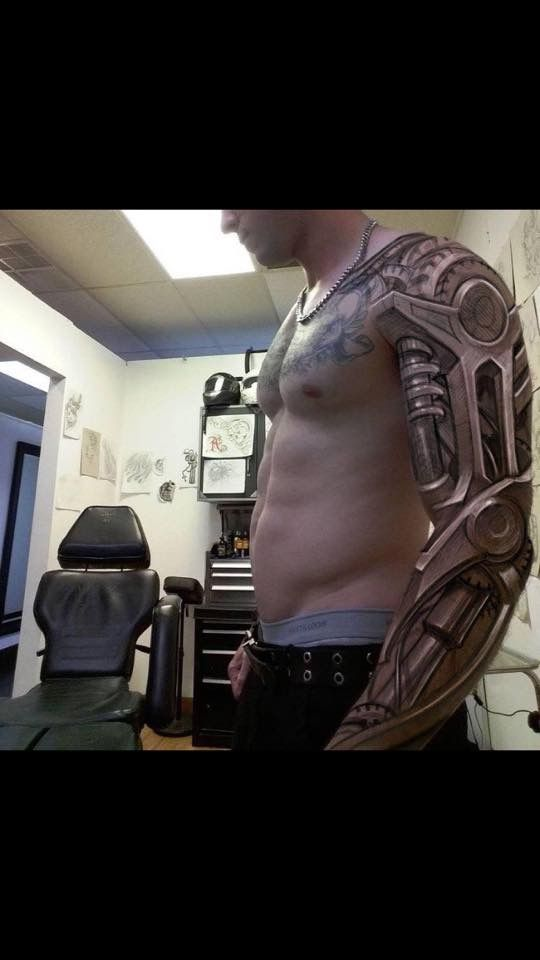 OK... I am not into bio-mechanical tattoos... but this is incredible.