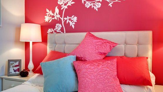 Sisustus heijastaa usein asunnon omistajan persoonaa, tai ainakin lempiväriä. Mitä eri värit merkitsevät, ja voisiko niillä todella vaikuttaa asunnon fiilikseen?