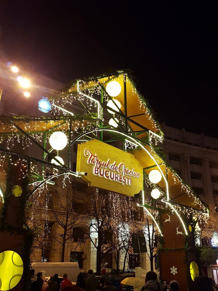 Astazi am vizitat Targul de Craciun din Piata Constitutiei, deschis zilnic pana pe data de 27 decembrie intre 10.00 si 22.00. De la vin fiert la pastrama sau decoratiuni de Craciun, aici puteti gas…