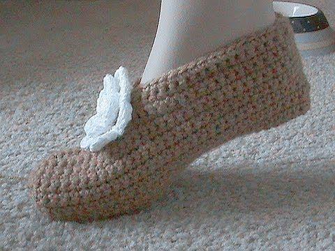 Crocheted Slipper - VideoTutorial For Beginners Patron vestido y sombrero ❥Teresa Restegui http://www.pinterest.com/teretegui/❥
